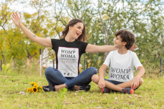 mockup-of-a-mom-and-kid-with-t-shirts-playing-in-the-park-32641