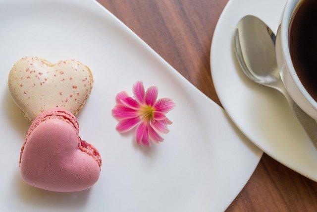 Macarons Heart Shape Love Affection  - guvo59 / Pixabay